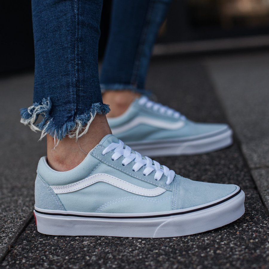 Jak modnie nosić kultowe buty Vans?